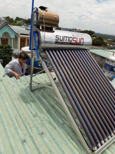 Máy nước nóng năng lượng mặt trời bị tràn nước