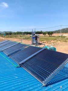 Máy nước năng lượng mặt trời công nghiệp loại nào tốt