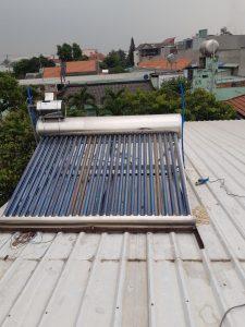Thay roang máy nước nóng năng lượng mặt trời