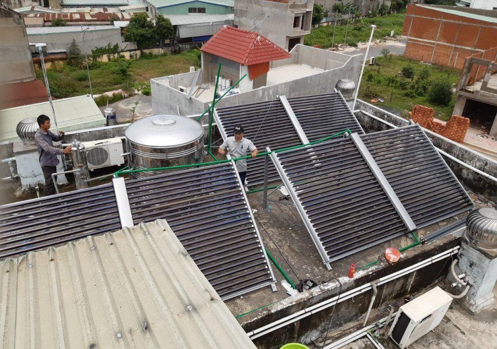 Máy nước nóng năng lượng mặt trời công nghiệp tại HCM